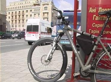 Велосипедист на Владимирском спуске сбил трех женщин