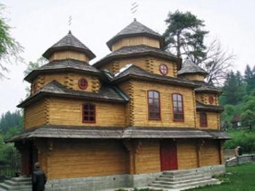 Дерев'яні храми будують і сьогодні