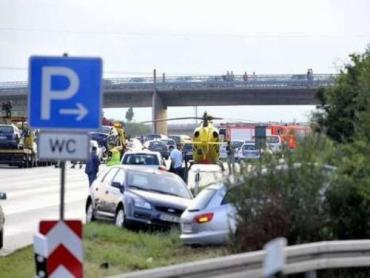 Цепную реакцию вызвала авария на шоссе в Германии