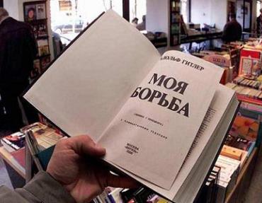 Ратушняк напал на волонтёрку общественной организации Арсения Яценюка