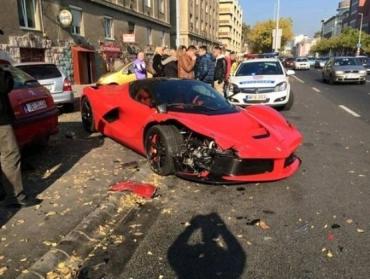 В центре Будапешта произошло серьезное ДТП с участием Ferrari