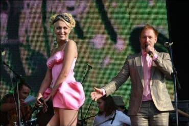 Полякова вышла в очень коротком платье и без нижнего белья