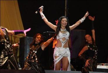 Руслана устроила на сцене настоящий праздник с арканом