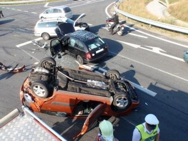 ДТП в Чехии: два автомобиля закинули третий на крышу