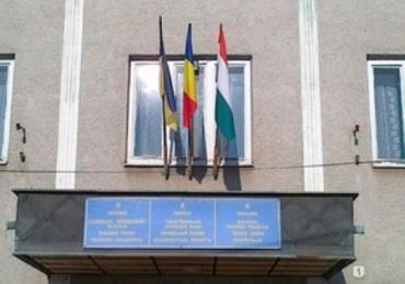 В Берегово слушают венгерский гимн вместо украинского