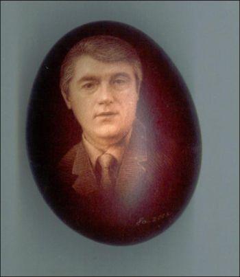 Татьяна Бартош нацарапала на яйце портрет президента (фото: Снежана РУСИН)
