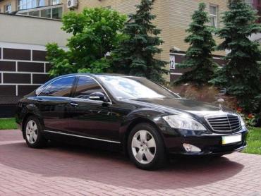 На Закарпатті нарахували більше 180 VIP-автомобілів.