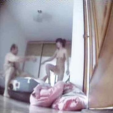 В видеоматериале консула засняли с женщиной
