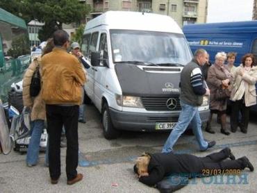В Италии украинки легли под автобусы, чтобы противостоять полиции