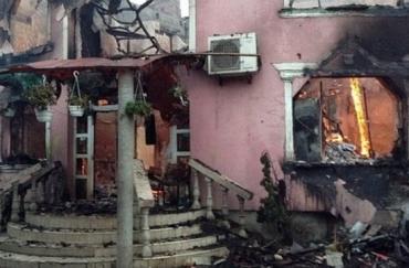 Мукачево. Роми вщент спалили будинок і автомобілі самопроголошеного барона.