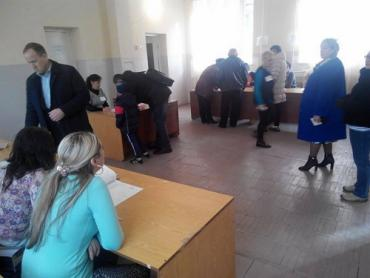 Ужгородці неохоче йдуть на виборчі дільниці.