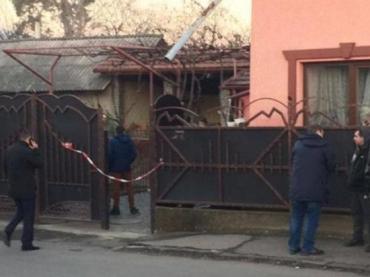 Мукачево. У приватному будинку знайшли тіло чоловіка з кулею у голові.