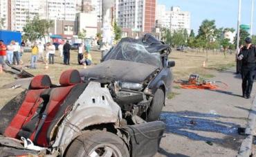 ДТП в Киеве: BMW, один столб и трое погибших...