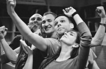 Молодь Ужгорода зібралась на експериментальну музично-танцювальну вечірку