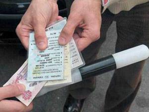 Працівники ДАІ отримали 50 гривень, а потім були звільнені.