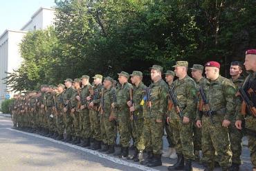 Ужгород. Черговий загін міліціонерів провели в зону АТО.