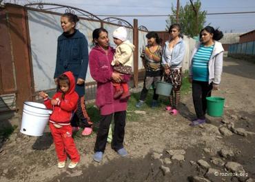Роми Мукачева півтора року без водопостачання.