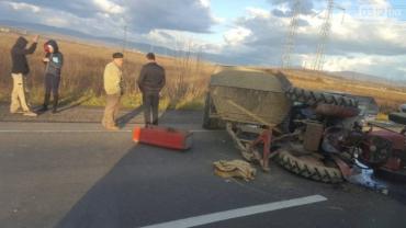 Біля села Ракошино сталася ДТП за участі трактора та іномарки