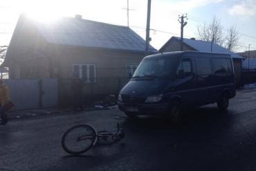 ДТП на Закарпатті: мікроавтобус наїхав на чоловіка