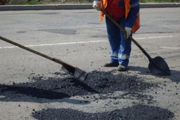 Підступні вибоїни очікують водіїв на міжнародній трасі Київ-Чоп