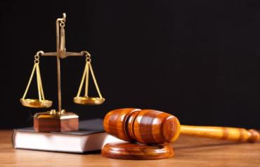 Нотаріуса засудили на 3 роки за допомогу в отриманні громадянства Угорщини