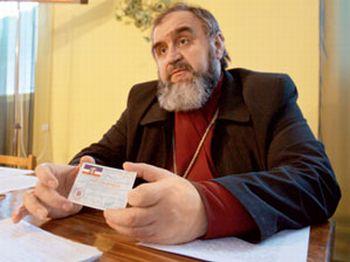 Отец Дмитрий отказался давать какие-либо показания в СБУ, ссылаясь на статью 63-ю Конституции