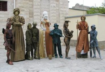 В фестивале приняли участие 77 живых скульптур