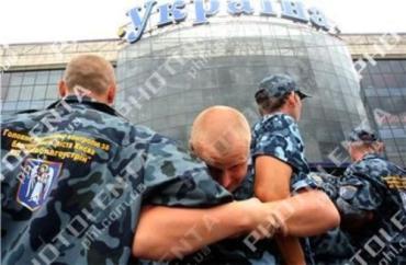 В Киеве драка между коммунальщиками и охраной универмага