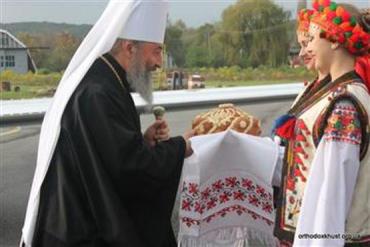 На богослужение собрались священнослужители обеих епархий