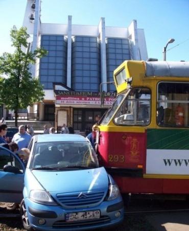 ДТП в Польше: Citroen и трамвай не поделили дорогу