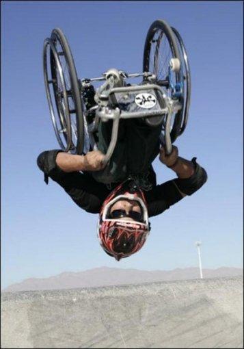 В США инвалид Арон крутит назад сальто