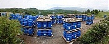 В этих бочках на горе Тупча хранятся более 24 тонн токсичных веществ