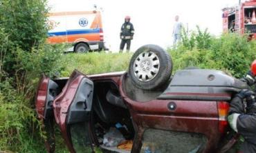 В Польше Ford Escort перевернулся на крышу, есть пострадавшие