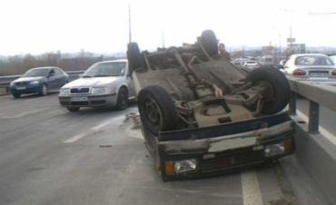В киевском ДТП ВАЗ 2104 перекинуло на крышу