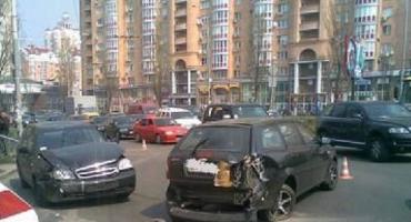 "Два автомобиля Chevrolet Lacetti ""встретились"" в Киеве"