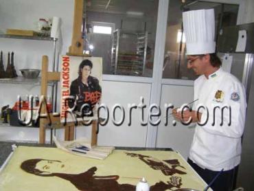 """В Ужгороде шоколадного Джексона можно увидеть в """"Дасторе"""""""