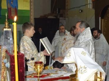 Його Високопреосвященству співслужили священнослужителі ужгородського благочиння