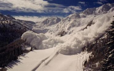 Гидрометеоцентр заявил что опасность схода лавин очень высокая