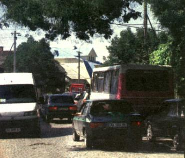 Ужгородский затор от рынка на Краснодонцев до железнодорожного вокзала