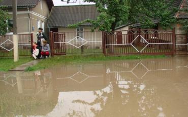 Мешканців західних областей попередили про повені та лавини