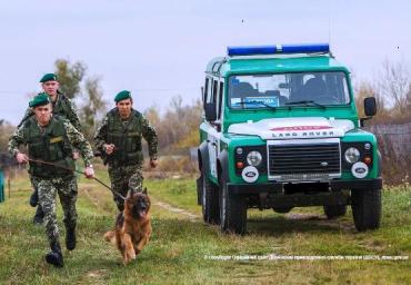 На Закарпатье задержали вооруженных проводников и нелегалов