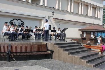 Солісти оркестру Віктор Гарагаль і Жанна Баранович