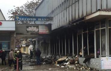 Здание сильно повреждено огнем. Внутрь начали впускать предпринимателей