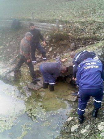 Спасатели зафиксировали бетонный фундамент, чтобы он не двигался дальше