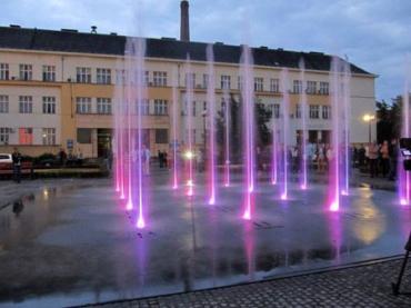 Начинают и проверку систем в городских фонтанах, чтобы подготовить их к работе