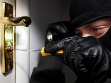 «Наводку» злоумышленнику может дать сам владелец квартиры или дома