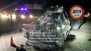 Toyota Landcruser на высокой скорости врезался в мусоровоз МАН
