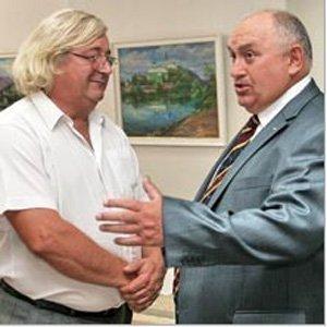Василий Свалявчик и генконсул Украины Иван Баранчик (справа)