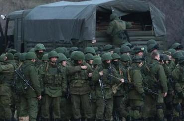 На Донбассе мужчины в военной форме, которые ведут себя не как типичные боевики