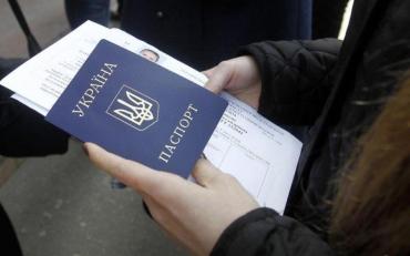 У міграційний службі вказали на причини затримки видачі паспортів
